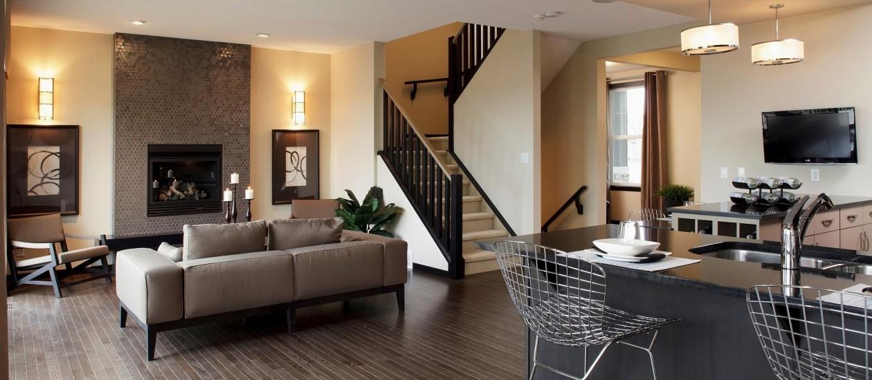 лестница на второц этаж из гостиной как поклеить обои в гостинной